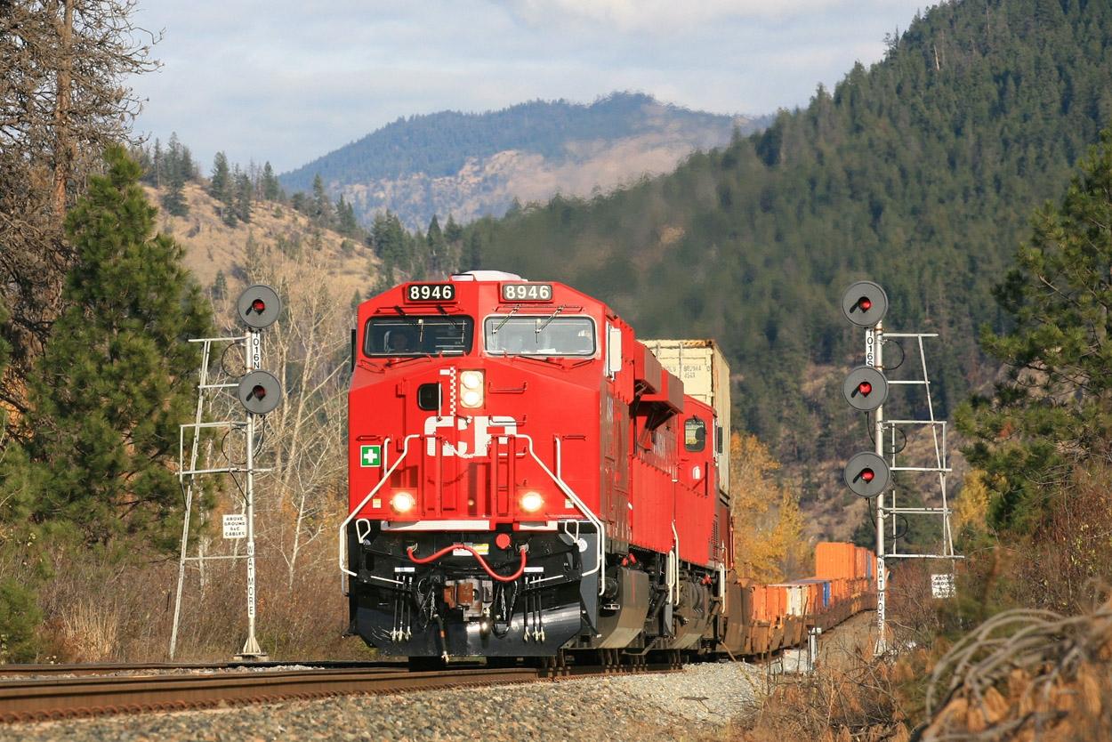 8946 West (Train 115-01) at Watmore, BC - Nov 5, 2011 - John Leeming